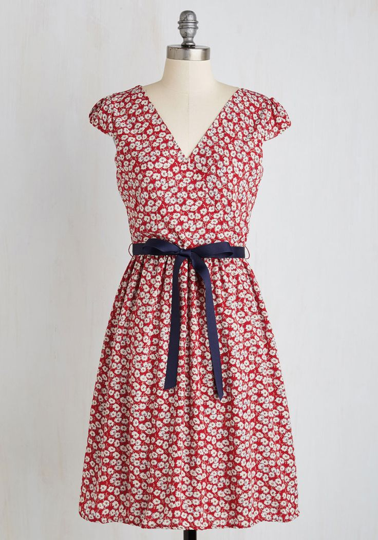 Pretty Perusing Dress. Enter the library ready to find your next read in this red dress! #red #modcloth