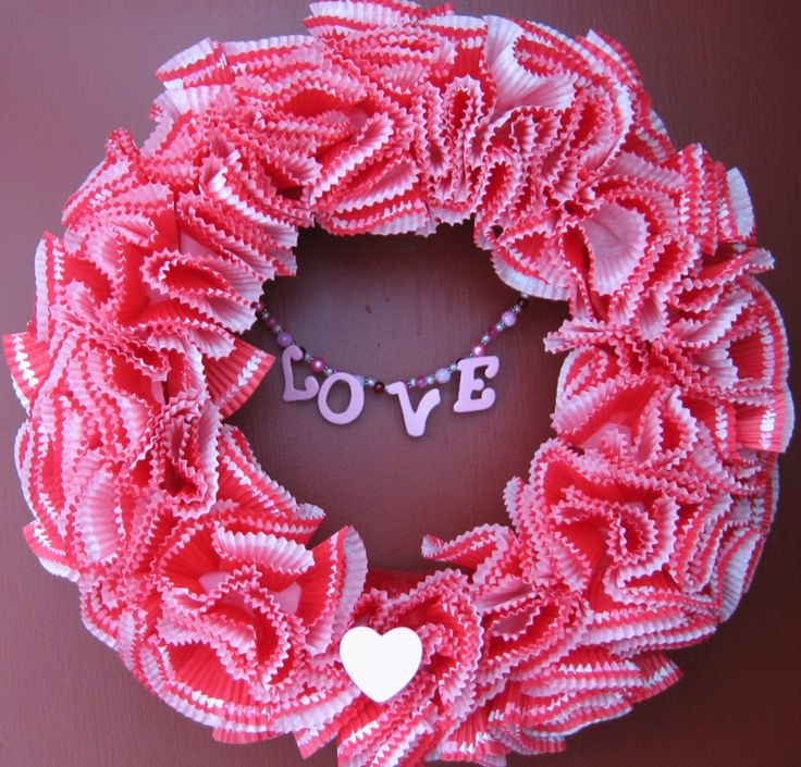 Very cute! I think this could use some tweaking, but I love the idea of the muffin liners!!!  Pattern Shmattern: Valentines Day Wreath