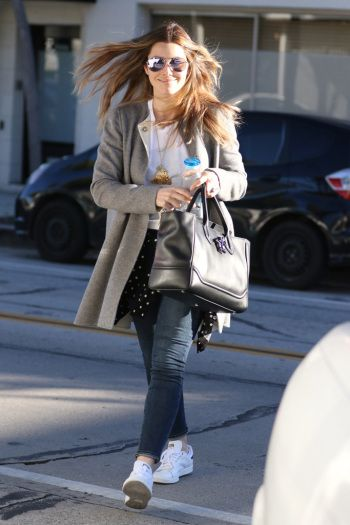 Celebrity Sneakers Style: Jessica Biel in Adidas Stan Smiths.