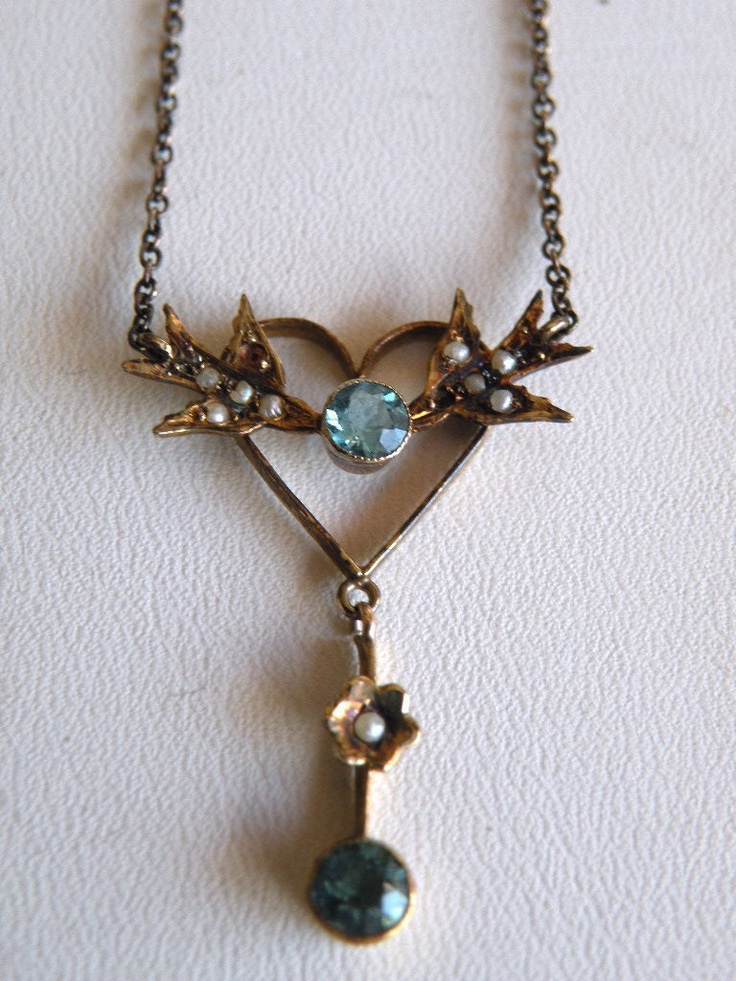 So cute! Victorian necklace with birds, flower & heart: Flower