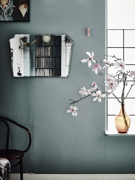 Dreamy mirror/paint/floral combination