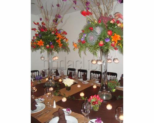 coloridos arreglos florales centros de mesa para boda