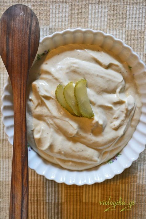 Σπιτική σάλτσα αντί μαγιονέζας, με βιολογικό γιαούρτι, μουστάρδα και ελαιόλαδο. Υπέροχη σάλτσα για πατατοσαλάτα και άλλες σαλάτες. Έτοιμη σε 2 λεπτά ...