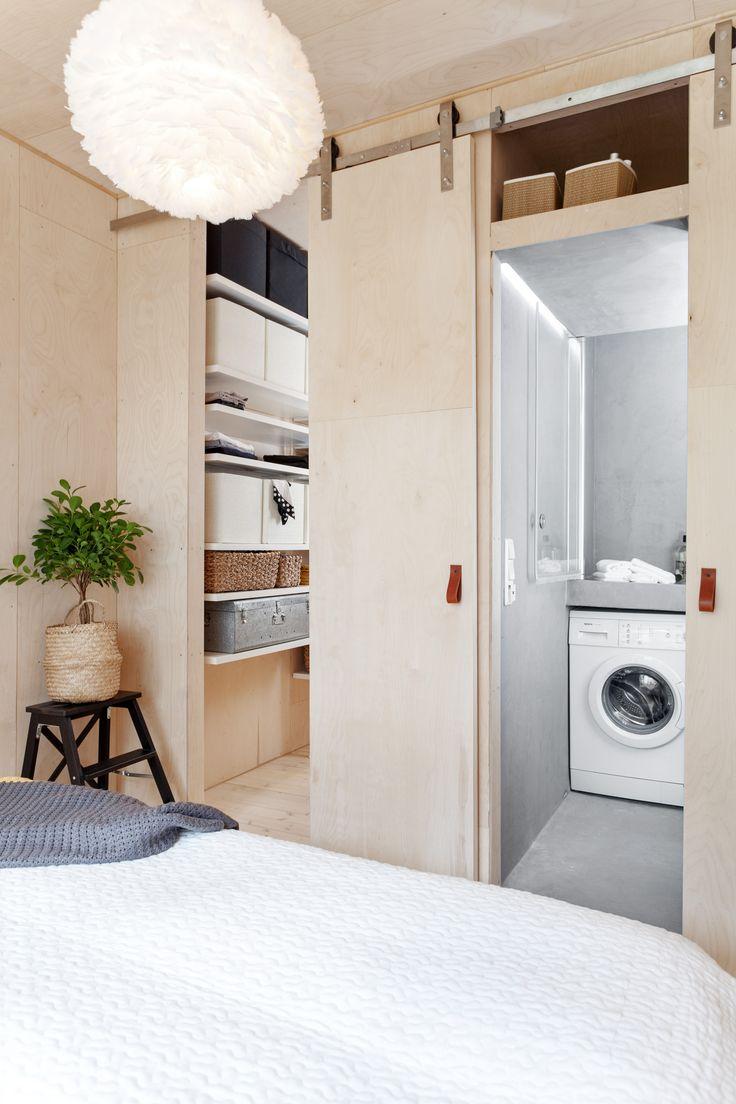 Plywood bedroom, playwood slidingdoor. Architect/designer, Lisa Wettsjö+Gustav Wettsjö