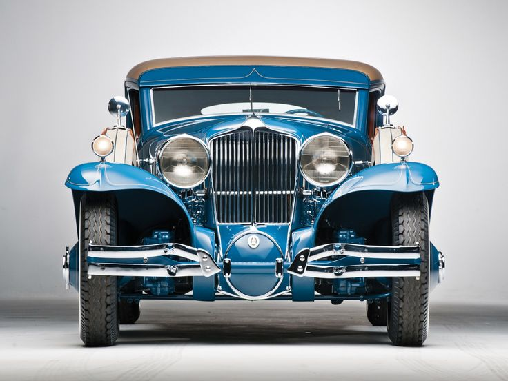 This car is the one and only Cord L-29 Special Coupe from 1929, a one-off creation by Cord based on design directions from the infamous Count Alexis de Sakhnoffsky who famously kept almost nothing of the original car, except the front and rear bumpers.