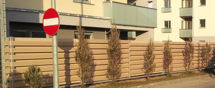 Ogrodzenie w kolorze Jasnobeżowym WPC 02/ Fencing in Light Beige WPC02 colour