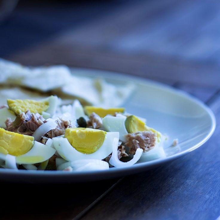 Tonno, uova e cipolle di Tropea,quando il sapore si sposa con la semplicità in un piatto fresco, light e sfizioso da gustare nelle giornate calde d'estate..