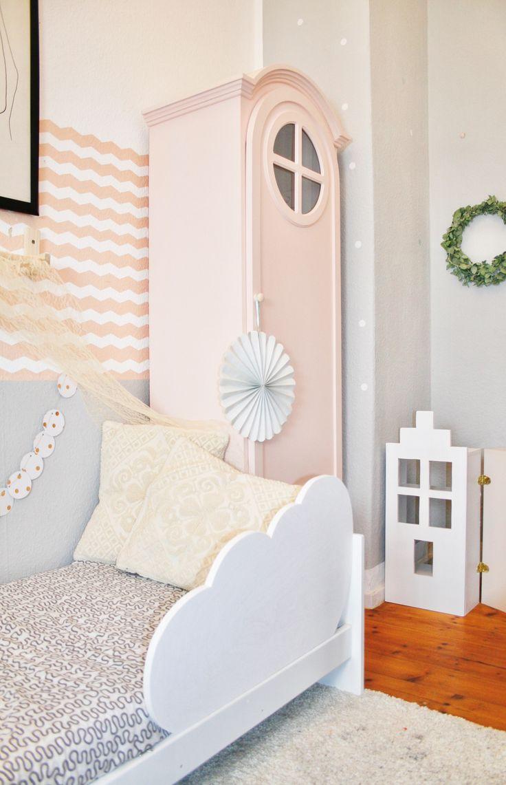 Kinderzimmer mit Rausfallschutz Wolke / Bettschutzgitter bedrail cloud kidsroom für das Kinderbett & Puppenhaus by Roomoon Kidsroom Nursery Cloud