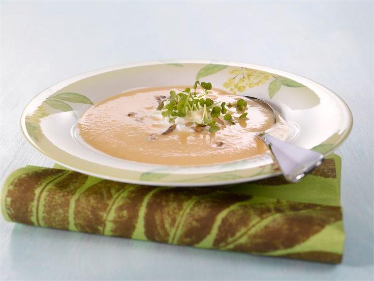 Kukkakaalista ja porkkanasta valmistuu pehmeän makuinen sosekeitto.