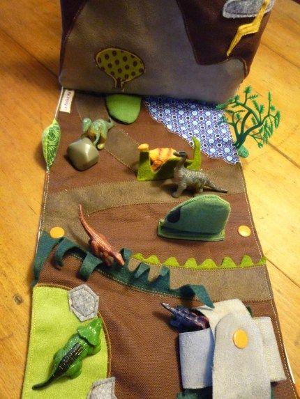 Pochette-terrain de jeu dinosaures... Excellent !