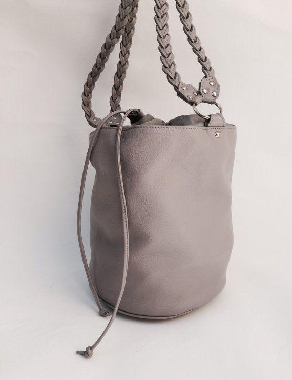 Grey Braided Bucket Bag di MartinaMedail su Etsy