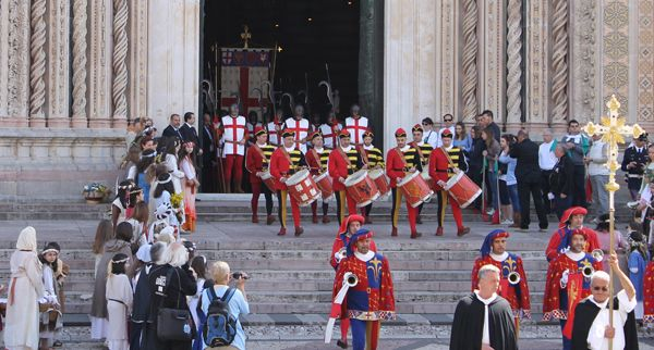 June 20-22, 2014 Corpus Domini weekend events in Orvieto! Medieval music concert, Corteo delle Dame procession, and the grand event Corteo Storico procession.