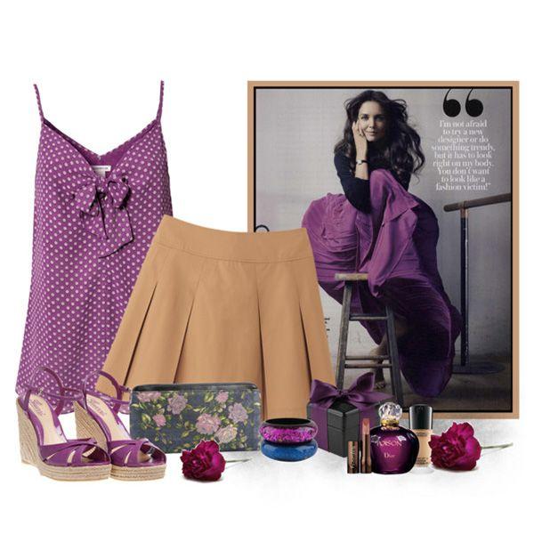 С чем носить фиолетовые босоножки: фиолетовая маечка в горошек, бежевая юбка, аксессуары