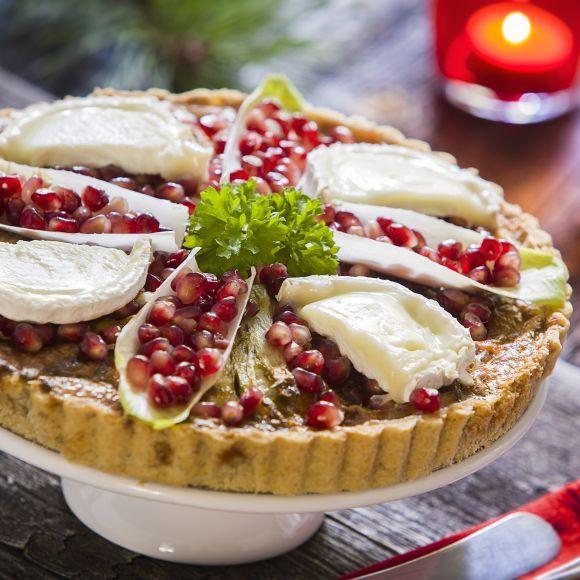 Chèvrepaj med endivsallad och granatäpple