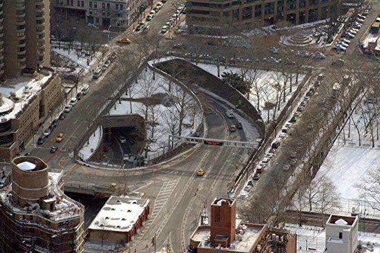 Manhattan Skyline: Queens-Midtown Tunnel Entrance - Manhattan