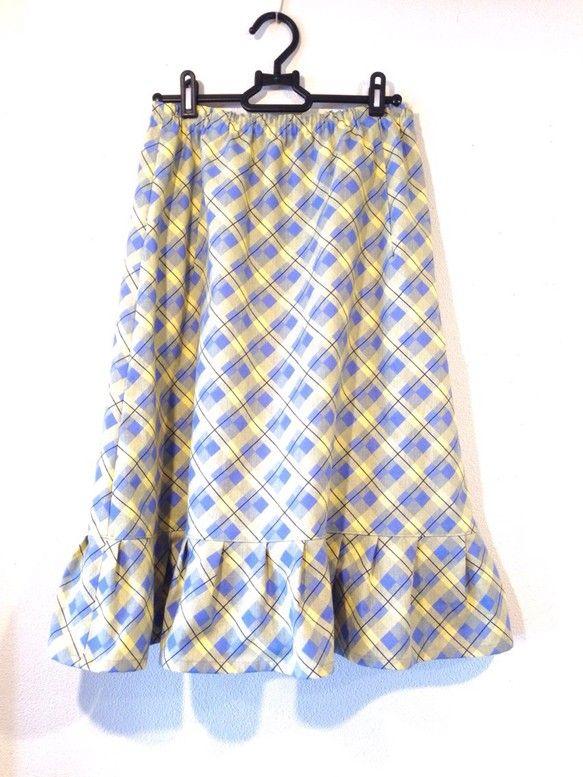 フリルが足元を軽やかに見せてくれますので、ブラウスなどと合わせることで上品な着こなしを楽しんでいただけます。 黄色にブルーのチェック柄は、明るく優しい印象を与...|ハンドメイド、手作り、手仕事品の通販・販売・購入ならCreema。