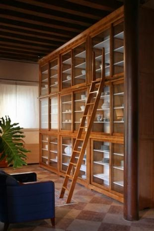 Biedermeier wall unit made of cherry or walnut wood with sliding glass doors, internal adjustable shelves and top frame. Design Centro Ricerche MAAM.