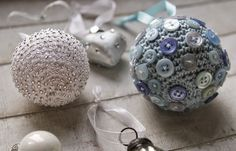 Fifty Shades of 4 Ply - Christmas Baubles! - free pattern (the beads and buttons are sewn on)