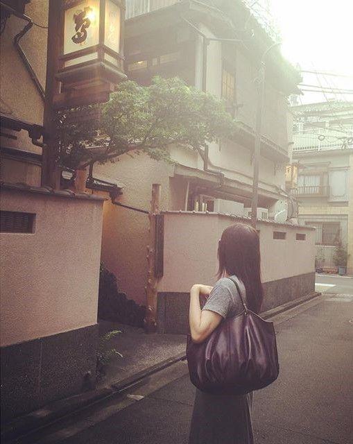 Our good friend Yasuko with the Plum Talega in #tokyo #japan #thetalega #shoulderbag #fashionbag #stylish