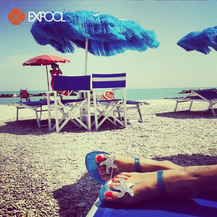 Spotted two shining #seastars in the Pedaso beach!!! #ExpoolConsortium #Vialactea #flatsandals #swarovski #madeinitaly #fashionshoes #italianshoes