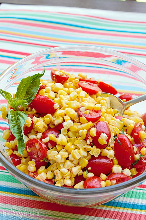 Fresh Grilled Corn and Tomato Salad, Grilled corn on the cob mixed ...
