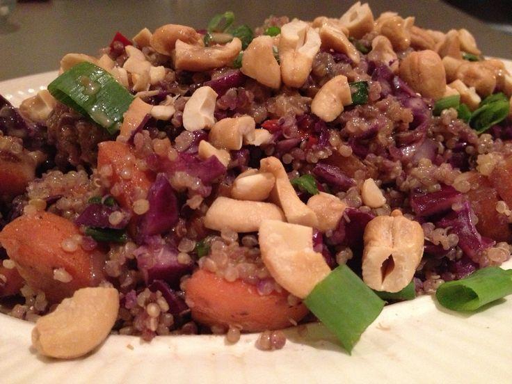 Een gezonde, kruidige quinoa met een Aziatisch tintje. Altijd lekker voor de afwisseling met de pittige gember, de stevige cashews en lekker veel koriander, de gember-pindasaus geeft het geheel een lekkere smeuïgheid en maakt de salade af! [...]