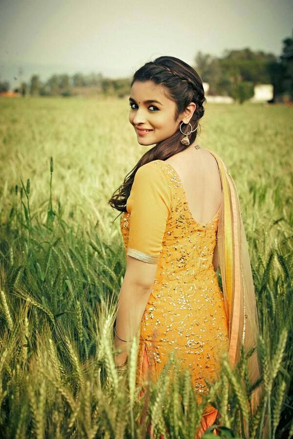 Alia Bhatt Cute Stills