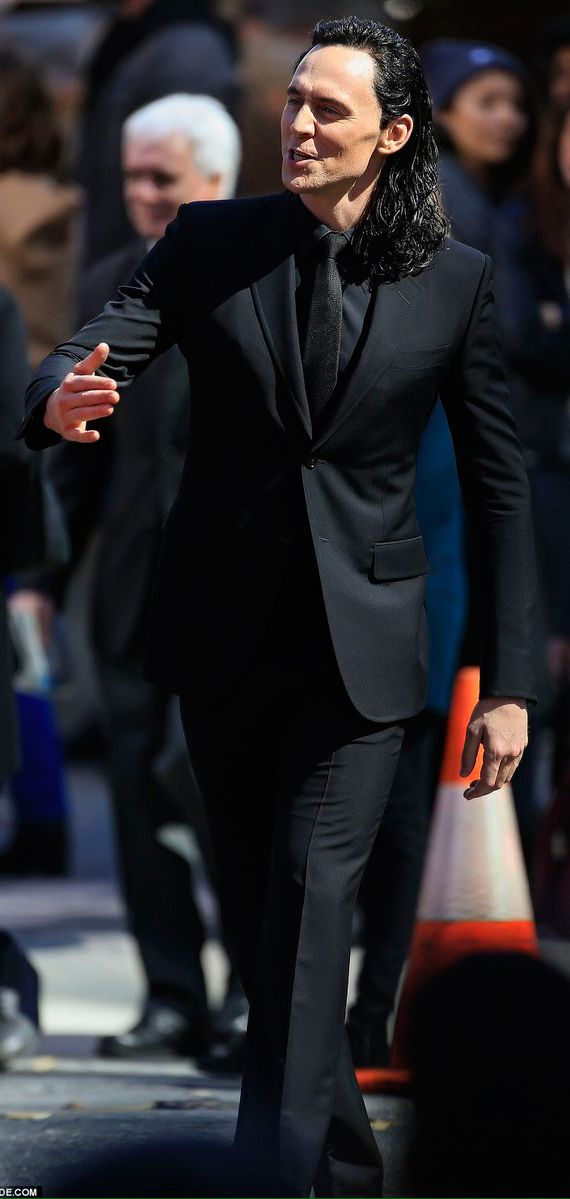 Tom Hiddleston as Loki on the set of Thor: Ragnarok in Australia (21.08.2016). Source: http://hiddlestonredalert.tumblr.com/post/149314540379/lolawashere-yes-sir-i-do-wanna-hold-your