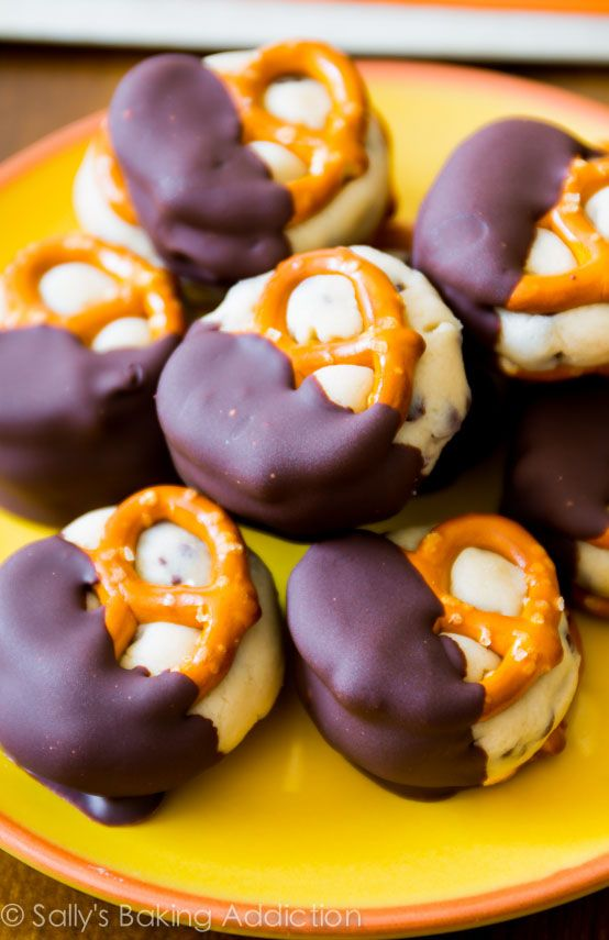 Cookie Dough Pretzel Bites. Addicting & so easy! sallysbakingaddiction.com