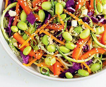 Pad thaï cru aux couleurs de l'arc-en-ciel - Les 3 meilleures salades végétaliennes