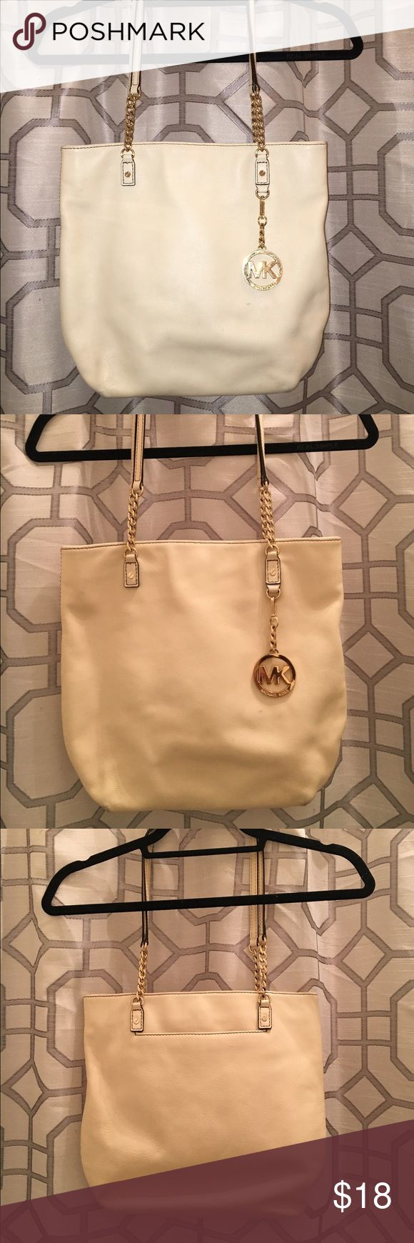 Michael Kors Medium Tote White Michael Kors medium tote. Has a few signs of wear on the bottom. All in all, good shape! Still has a lot of life left in it. ✨ sorry, no trades. Michael Kors Bags Totes