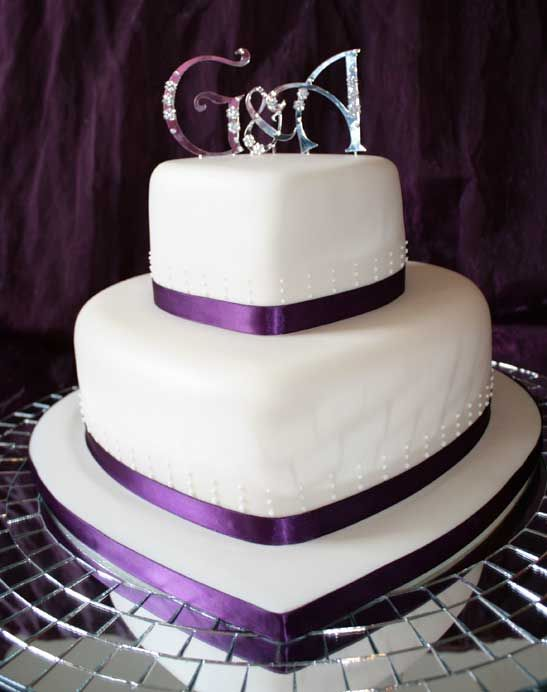 3 Tier Heart Shaped Wedding Cake (Source: heavenlycakes.ie)