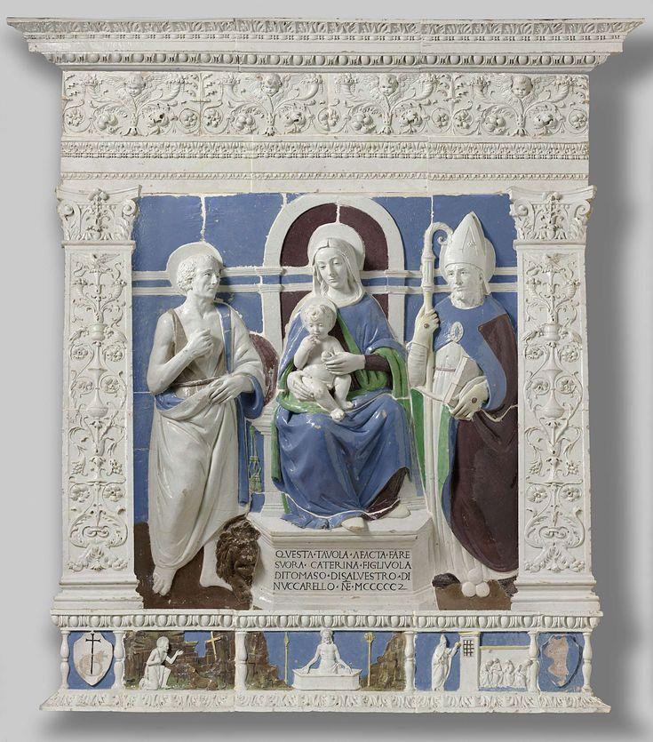 Benedetto Buglioni | Altarpiece with the Virgin and Child Enthroned between Saint Jerome and Saint Nicholas of Myra, Benedetto Buglioni, 1502 | Op een troon met toogvormige rugleuning, deel uitmakend van een door een horizontale lijst in tweeën gedeelde wand, zit Maria met de benen iets naar rechts en het hoofd iets naar links. Het naakte, op haar schoot zittende kind houdt zij bij een arm en een been vast. Het wijst met zijn vinger op zijn mond en heeft in de linkerhand een appel. Links van…