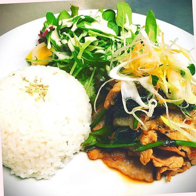 今週はお客様からのリクエストに応えて空芯菜です🤗 . 【今週のWeekly Lunch】 千葉県産 匠味豚と空芯菜のしょうゆ麹ソテー . サラダ、スープ、ドリンクバー 付  1000円(税別) .来週の週替わりは ササミのロールフライを予定してます🤗 . 毎週月曜日に Weekly Lunch が更新されます♪ .火曜日 定休日 . *・゜゚・*:.。..。.:*・'(*゚▽゚*)'・*:.。. .。.:*・゜゚・* .↓LINE公式サイト登録でお得なクーポンをGET! .@spica_shonan .↓お店のホームページはこちら .http://spica-shonan.com . お昼時は混雑するため、早い時間がオススメです♪ #藤沢 #spica藤沢 #女子会#ランチ#藤沢ランチ##ご飯#カフェ#カフェごはん#ドリンクバー#手作り#匠#肉##味噌#しょうゆ麹#空芯菜