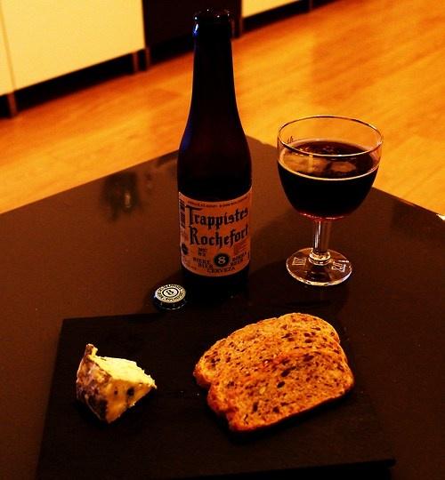Un petit food pairing entre une Rochefort 8 et de la fourme d'Ambert