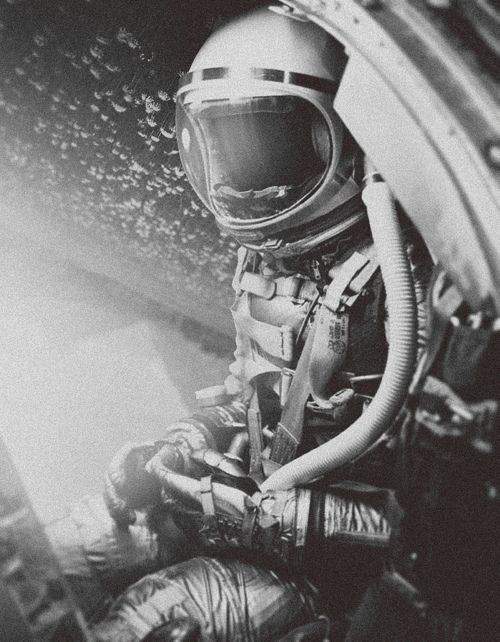 Looks like Ed White on his Gemini EVA