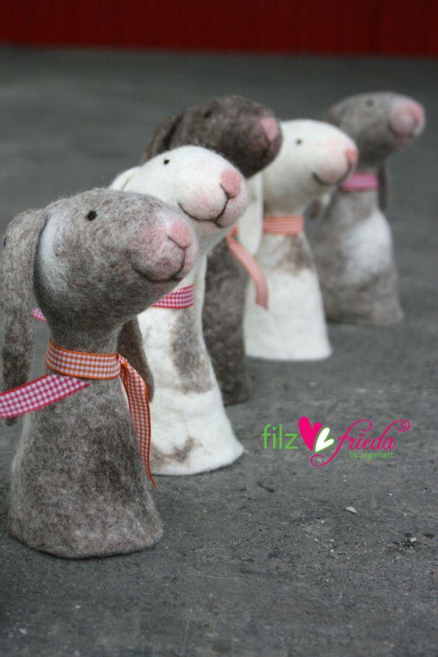 Niedliche Eierwärmer für Ostern, kleine Hasen / cute egg stands for easter and spring, little rabbits, easter decoration made by filzfrieda via DaWanda.com