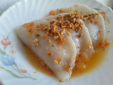 Resep Choi Pan (Chai Kwe) favorit. Ini salah satu camilan khas pontianak yg paling aku suka... Kalau kepasar yg paling sering dibeli ya ini nih..  Berhubung penasaran, jadinya coba buat bikin sendiri. Dan rasanya enakk...   Yuk langsung aja kita lihat bahan²nya, langkah pembuatan,  dan langsung coba buat bikin.   Jangan lupa, dishare ya hasil masakkan kalian. Thank you