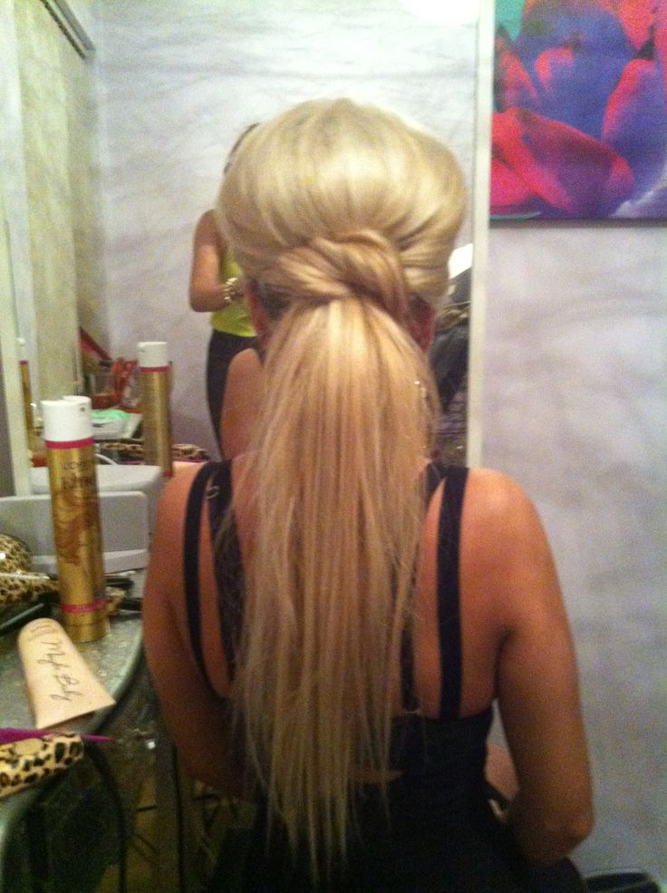 Blonde ponytail with a lot of volume!