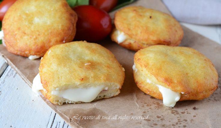 Focaccine di patate fritte una ricetta sfiziosa,ottima per antipasto o secondo