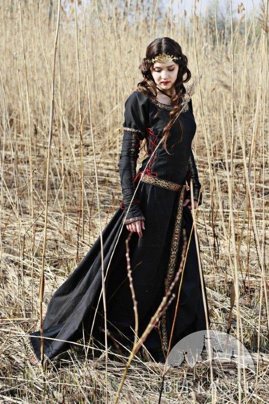 """Средневековое платье """"Охотница"""""""