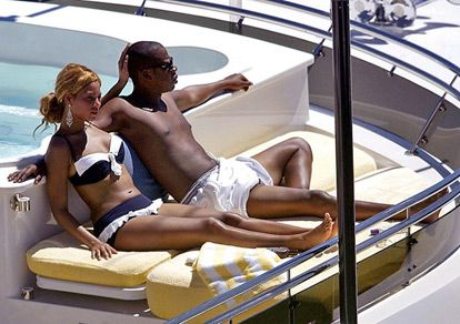 Jay-Z and Beyonce love to spend time on a yacht!