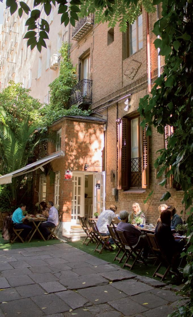 Donde Mónica es un restaurante con un precioso jardín, un lugar acogedor y familiar a un paso de la milla de oro madrileña.padilla 3.
