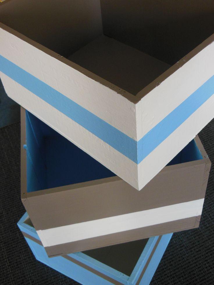 Recycler des caisses de vin en bois en boîtes de rangement.