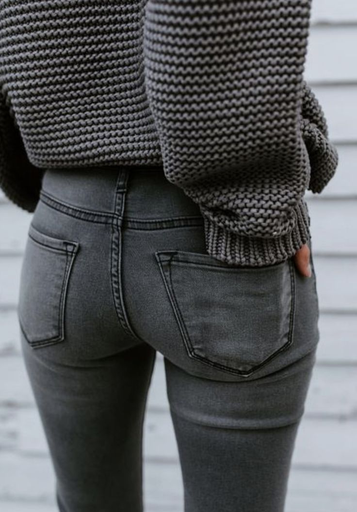 I love this monochromatic outfit. Would love jeans and a sweater in this shade!
