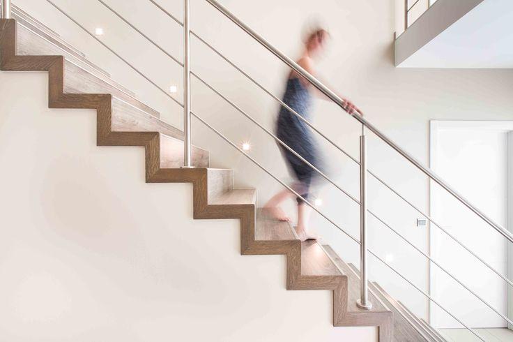 Deze block-trap is door NEWSTAIRS bekleed met overzettreden met als finishing touch ook een moderne balustrade #Trapbekleding #Balustrade #Block-trap #Modern