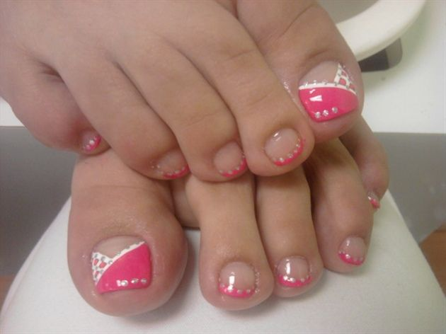 Stylish Ladies Pink Nail Art for Toes