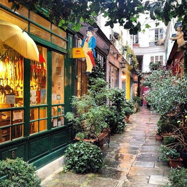 Le passage de l'Ancre et sa fameuse boutique Pep's qui répare les parapluies #paris #3e