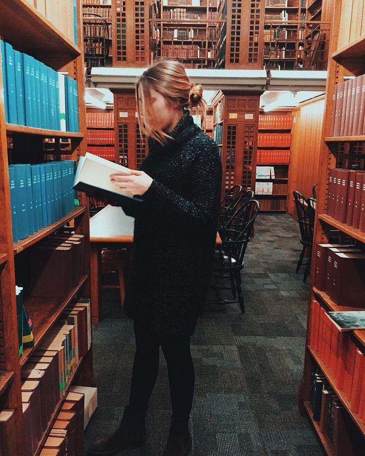 MARIE NOVOSAD в Instagram: «First day of school. Being all cozy and studious. Obsessed with my @revolveclothing sweater dress. #REVOLVEme Первый день занятий. На мне любимое свитер-платье из @revolveclpthing»