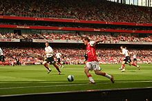Arsenal 3 Fulham 1 in April 2007 at the Emirates Stadium. Alexander Hleb attacks from the left wing #Prem